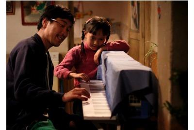 """""""Пиано във фабриката"""" <br /><tt>Източник: """"Любовта е лудост""""2013</tt>"""