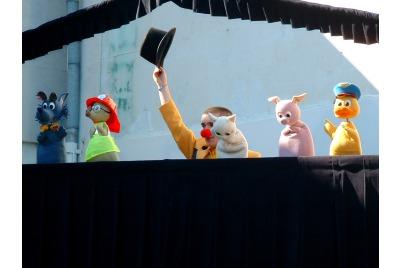 """Кукли и клоуни""-НАТФИЗ <br /><tt>Източник: Ел.Матеева</tt>"